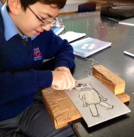 Samim carves out his Shrek based character.